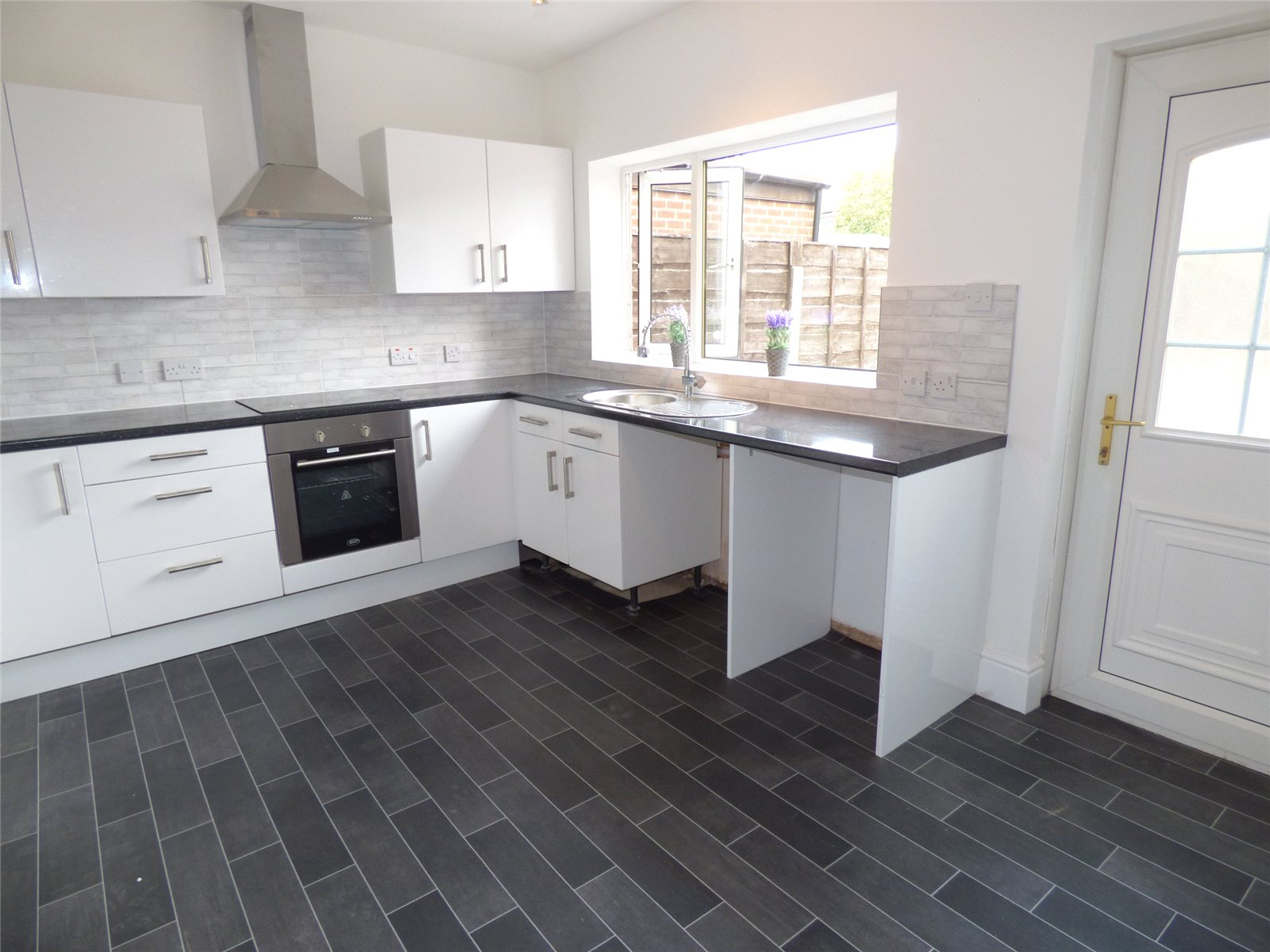 3 Bedrooms Terraced House for sale in Norfolk Avenue, Heywood, Greater Manchester, OL10