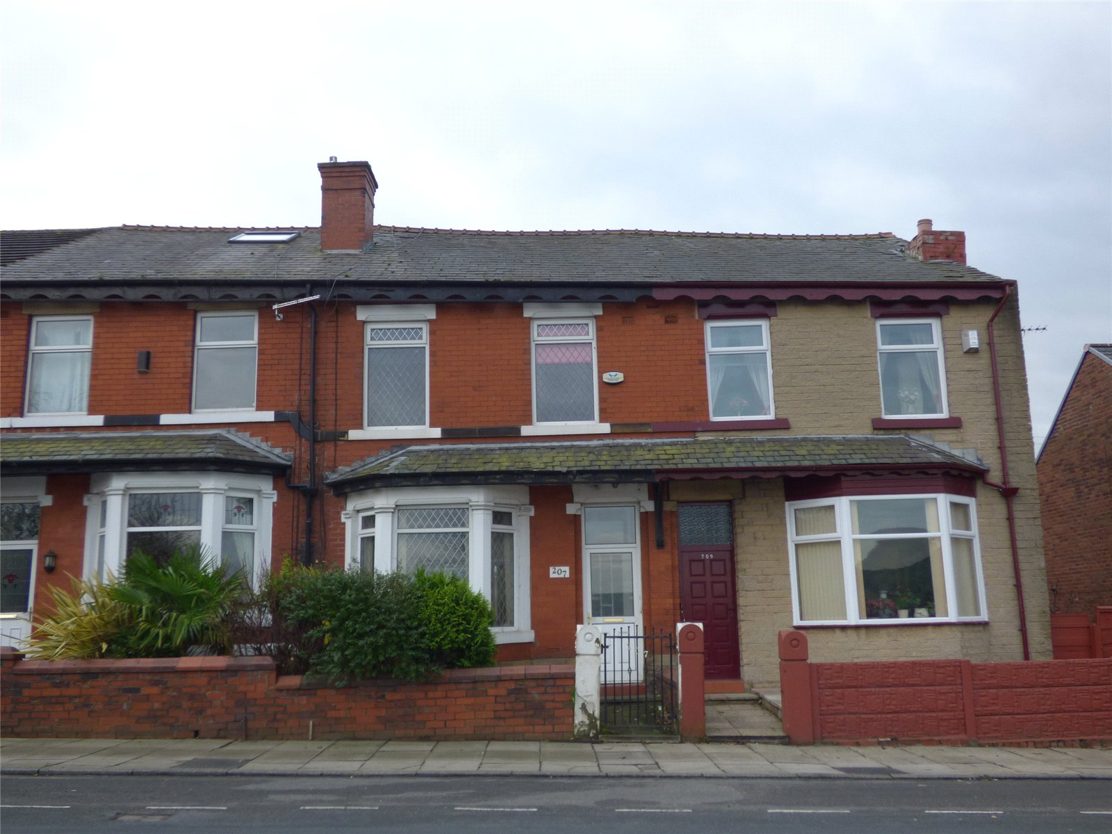 3 Bedrooms Terraced House for sale in Bury New Road, Heywood, Greater Manchester, OL10