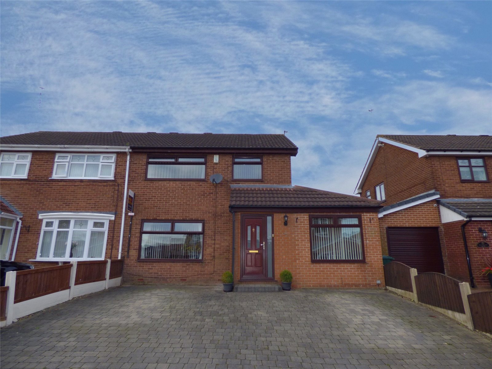 3 Bedrooms Semi Detached House for sale in Shaftesbury Drive, Heywood, Lancashire, OL10