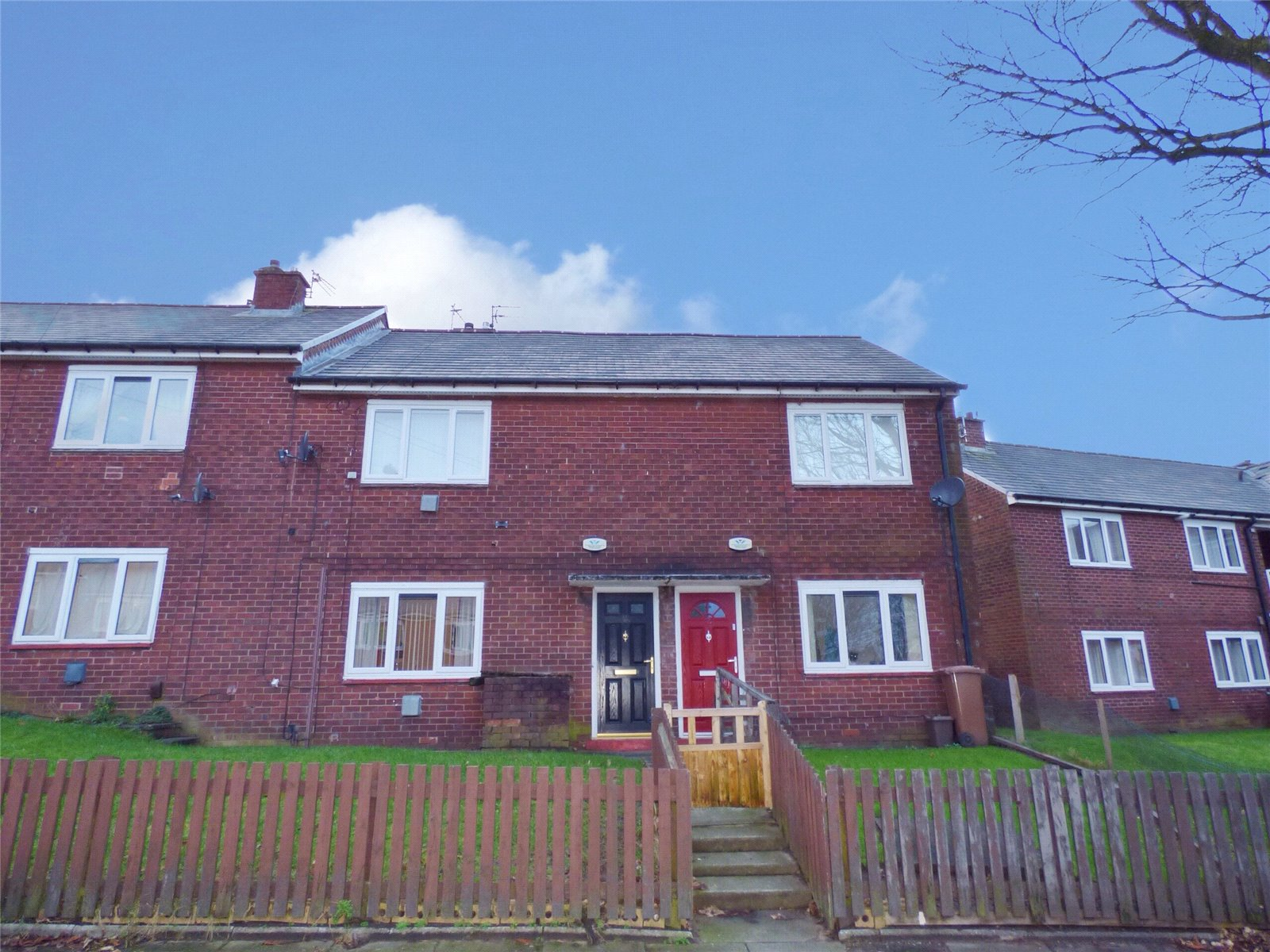 2 Bedrooms Maisonette Flat for sale in Downham Road, Heywood, Greater Manchester, OL10