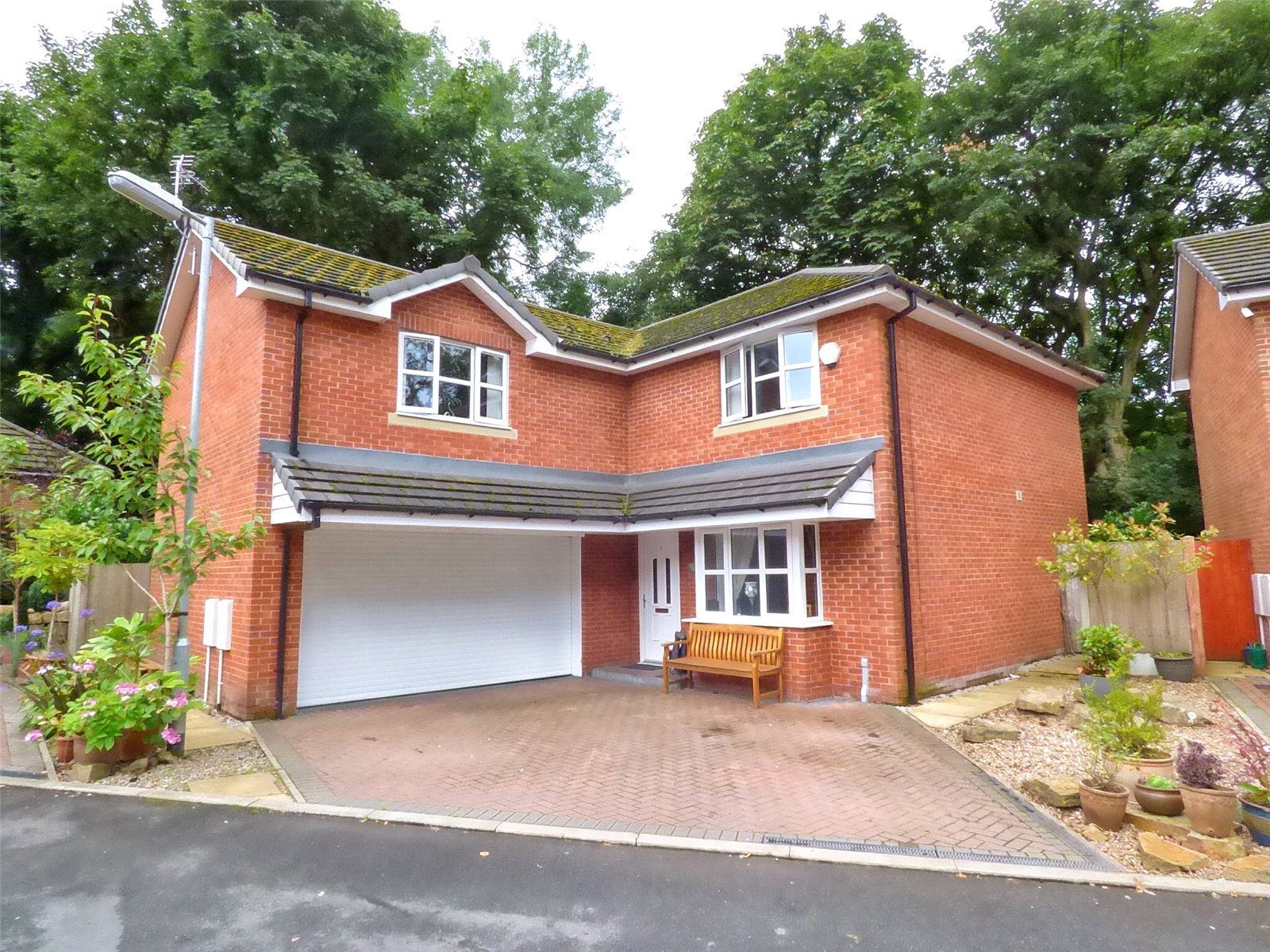 4 Bedrooms Detached House for sale in Crompton Hall, Shaw, Oldham, Greater Manchester, OL2