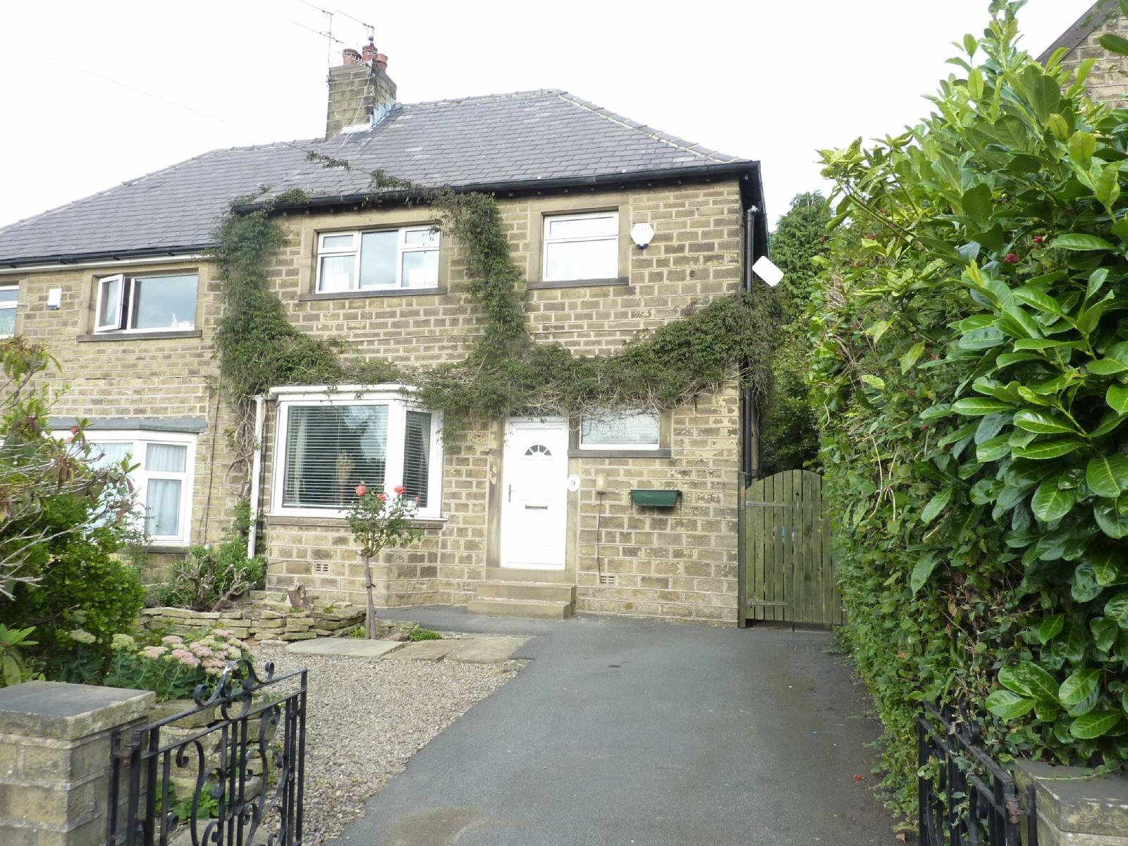 3 Bedrooms Semi Detached House for sale in Longley Lane, Longley, Huddersfield, West Yorkshire, HD4