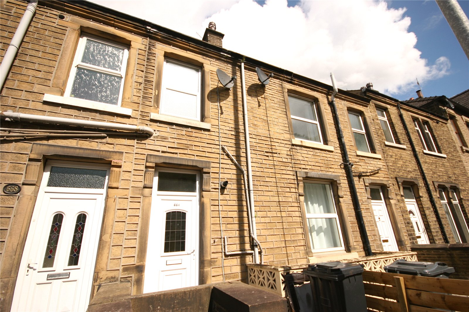 2 Bedrooms Terraced House for sale in Manchester Road, Milnsbridge, HUDDERSFIELD, West Yorkshire, HD4