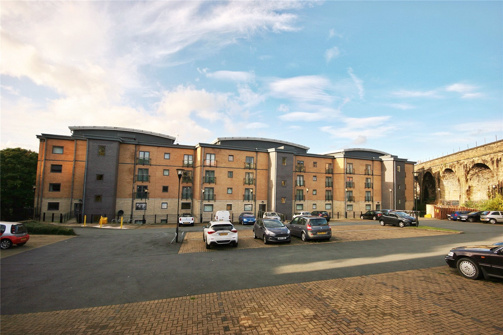 2 Bedrooms Apartment Flat for sale in The Ironworks, Birkhouse Lane, Huddersfield, West Yorkshire, HD4