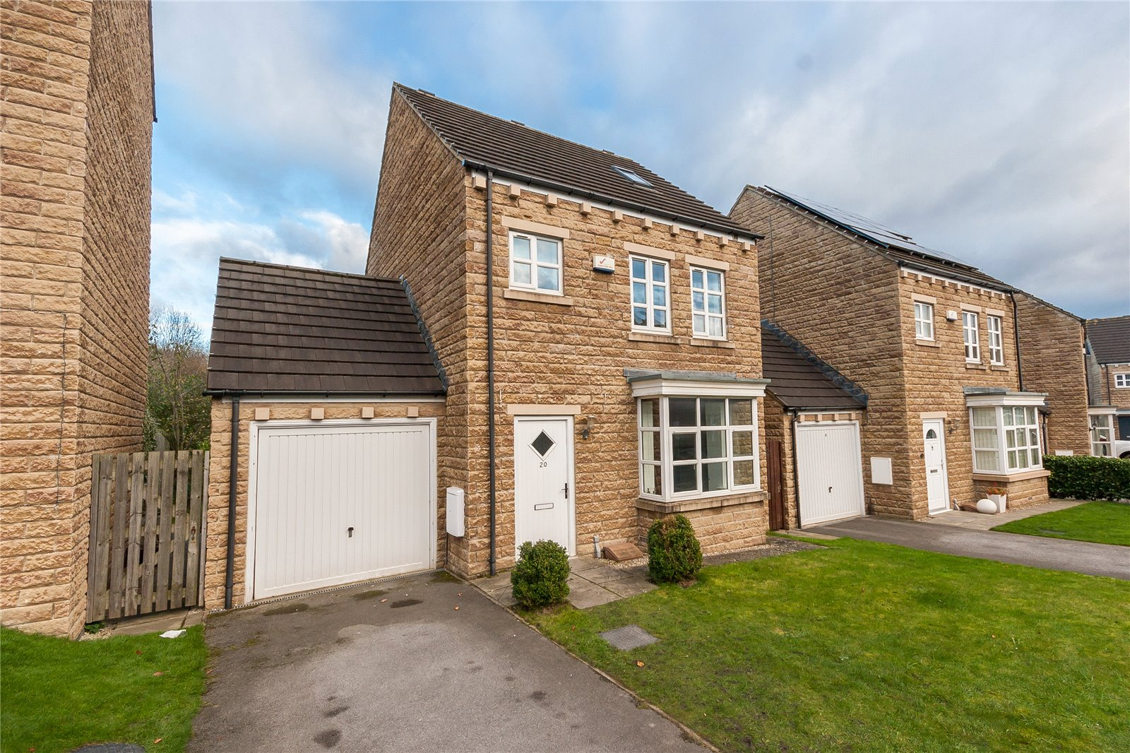 4 Bedrooms Detached House for sale in Suffolk Rise, Huddersfield, HD2