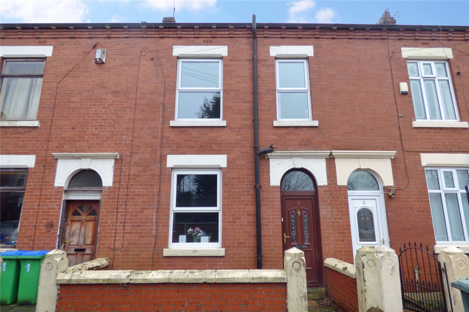 3 Bedrooms Terraced House for sale in Wade Street, Middleton, Manchester, M24