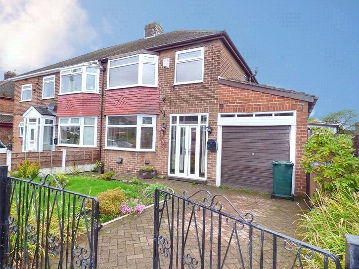 3 Bedrooms Semi Detached House for sale in Broomfield Crescent, Middleton, Manchester, M24