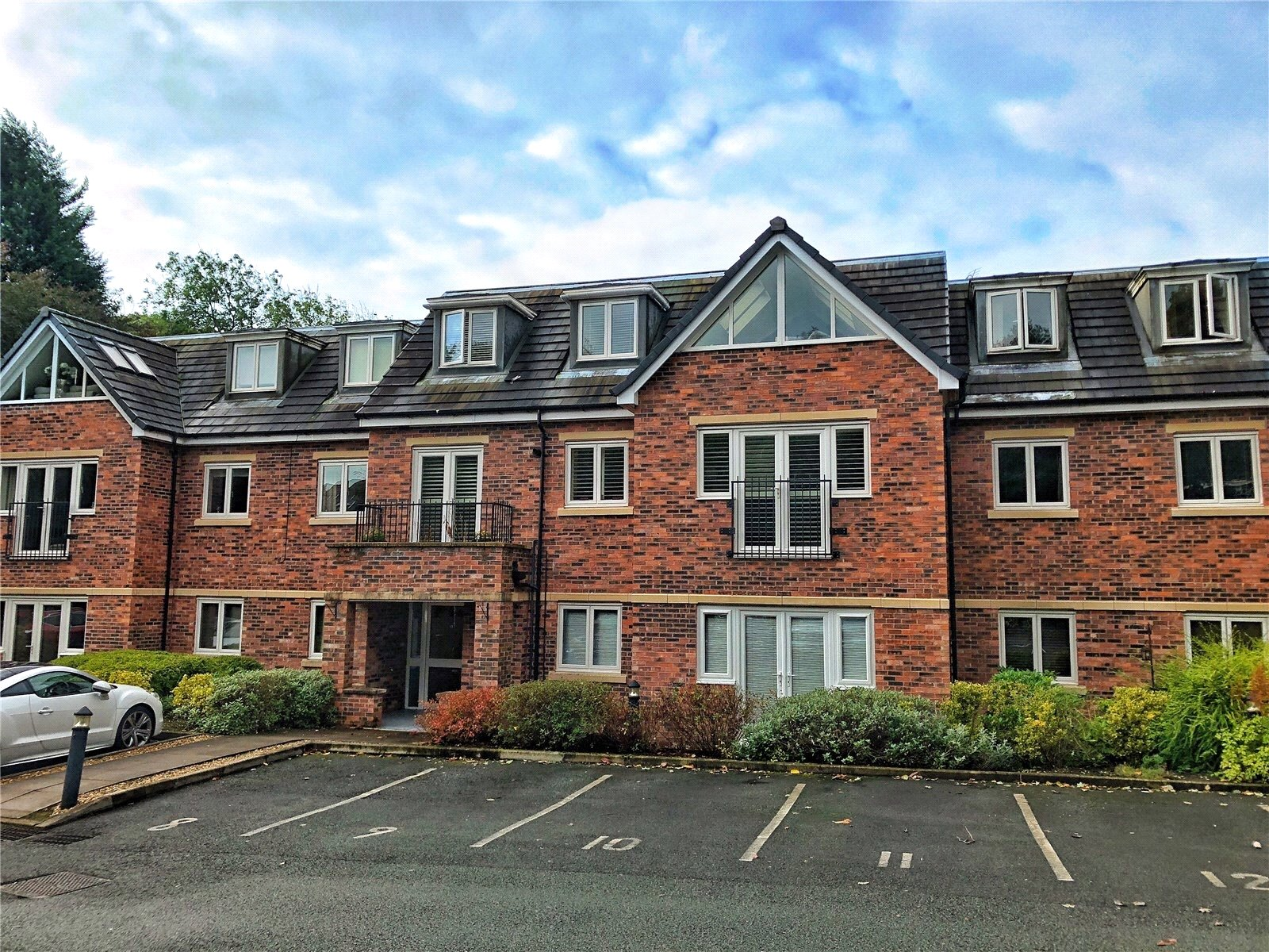 2 Bedrooms Apartment Flat for sale in Norden Lodge, Clay Lane, Norden, Rochdale, OL11