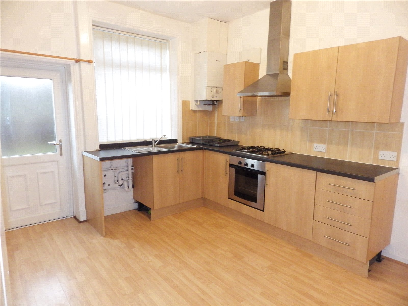 2 Bedrooms Terraced House for sale in Staley Road, Mossley, Ashton-under-Lyne, Greater Manchester, OL5