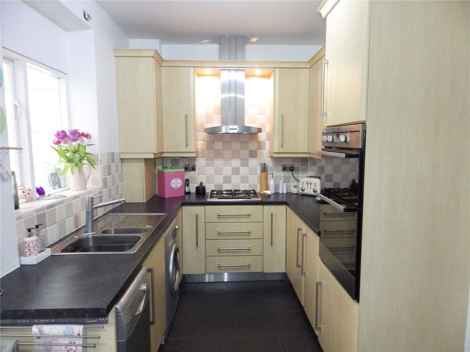 3 Bedrooms Semi Detached House for sale in Waterton Lane, Mossley, Ashton-under-Lyne, Greater Manchester, OL5