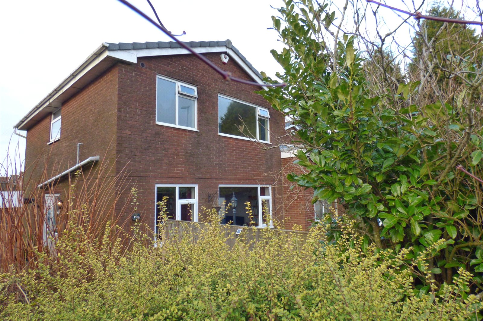 4 Bedrooms Detached House for sale in Turf Pit Lane, Moorside, Oldham, Greater Manchester, OL4
