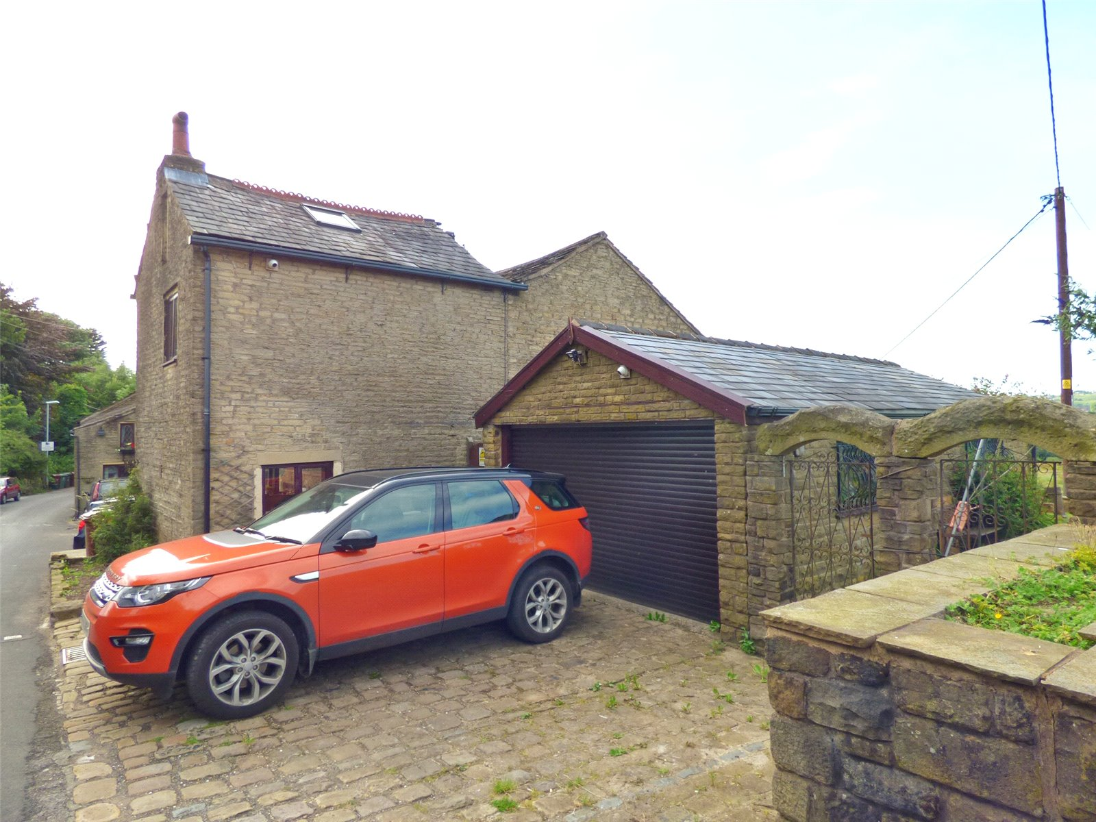 3 Bedrooms End Of Terrace House for sale in Flash Cottages, Knowles Lane, Lees, Oldham, OL4