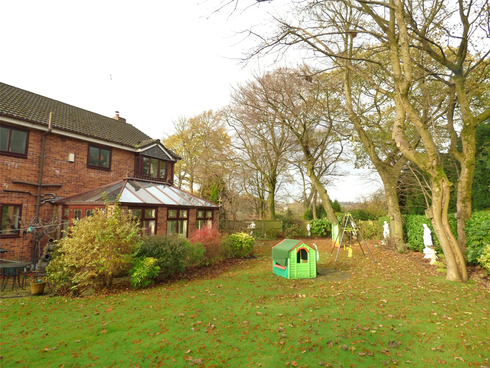 4 Bedrooms Detached House for sale in Maltby Court, Lees, Oldham, Greater Manchester, OL4