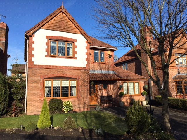 4 Bedrooms Detached House for sale in Alligin Close, Chadderton, Oldham, Greater Manchester, OL9