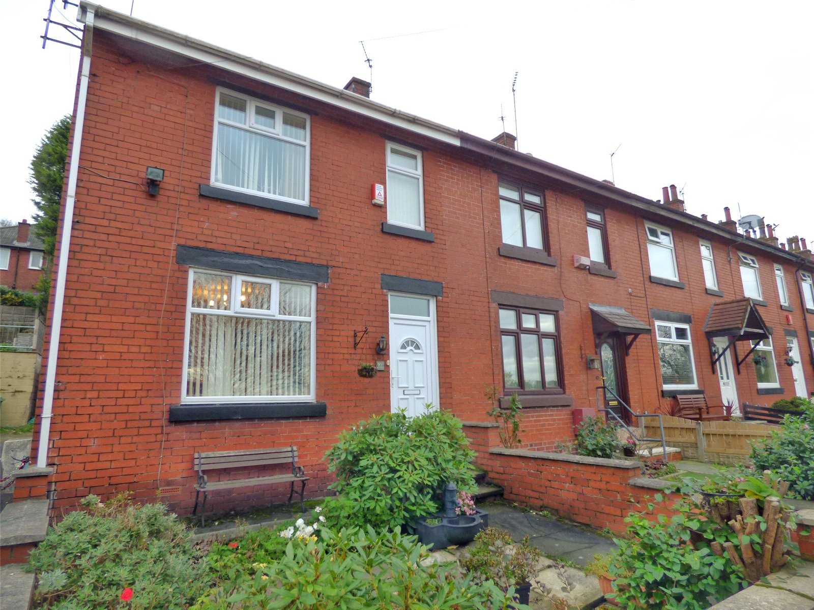 2 Bedrooms End Of Terrace House for sale in Hollins Avenue, Lees, Oldham, Greater Manchester, OL4
