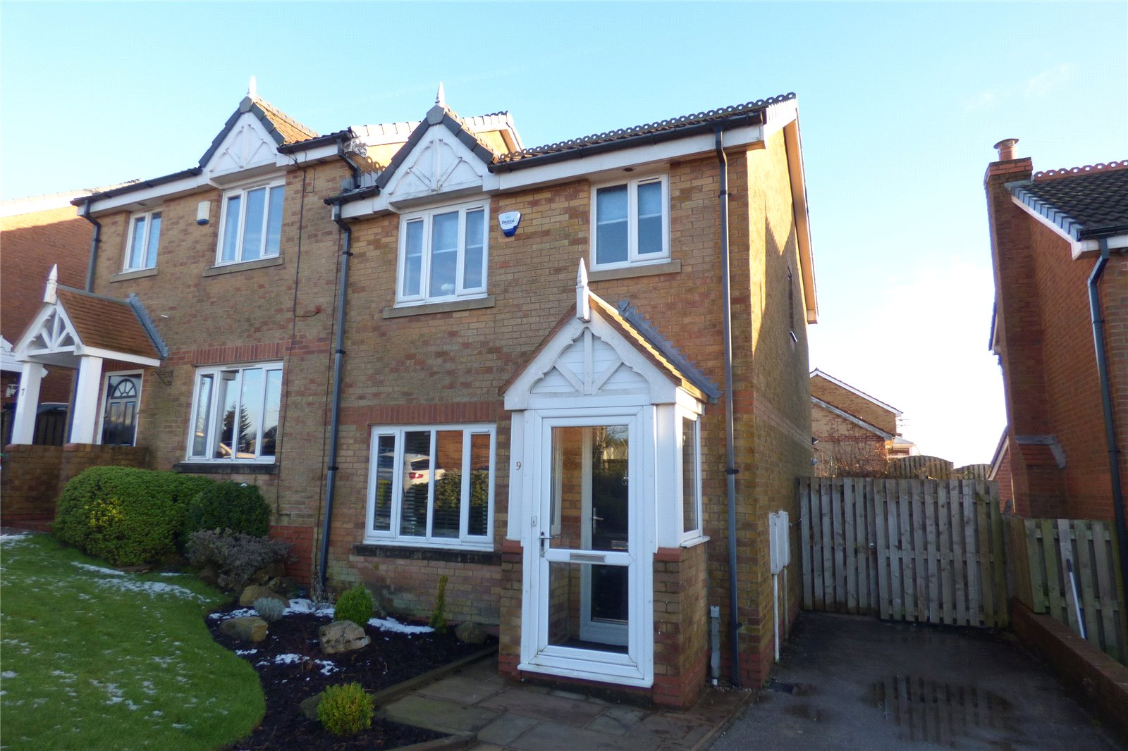 3 Bedrooms Semi Detached House for sale in Buttercup Drive, Moorside, Oldham, Greater Manchester, OL4