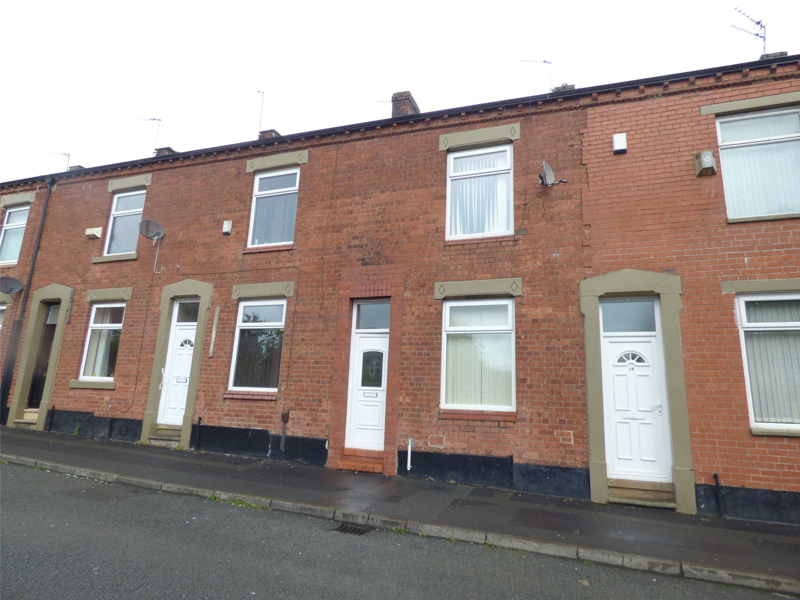 2 Bedrooms Terraced House for sale in Worsley Street, Glodwick, Oldham, Greater Manchester, OL8