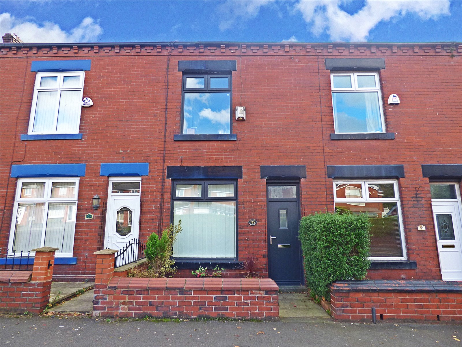2 Bedrooms Terraced House for sale in Middleton Road, Chadderton, Oldham, OL9