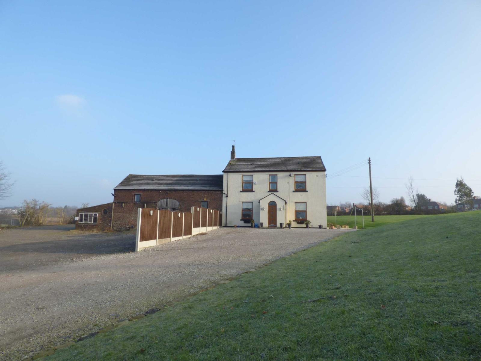 3 Bedrooms Detached House for sale in Matthew Fold Farm, Off Foxdenton Lane, Chadderton, Oldham, OL9