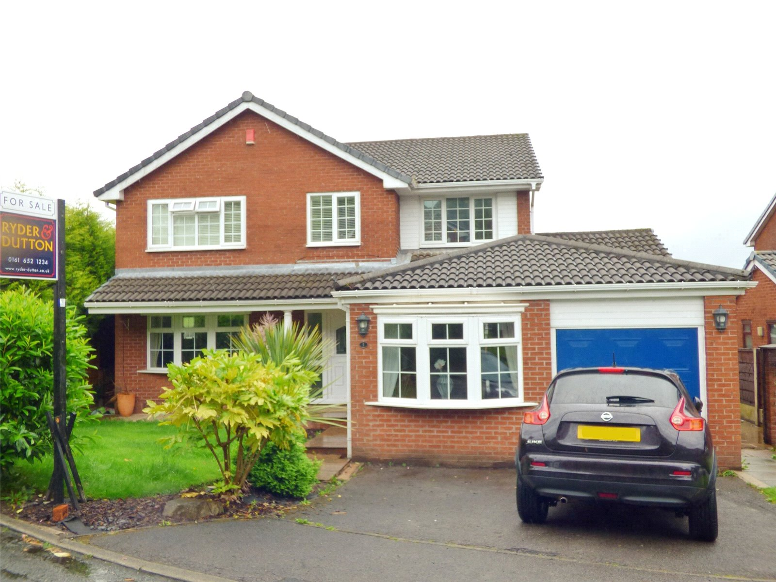 5 Bedrooms Detached House for sale in Whinstone Way, Irk Vale, Chadderton, Oldham, OL1