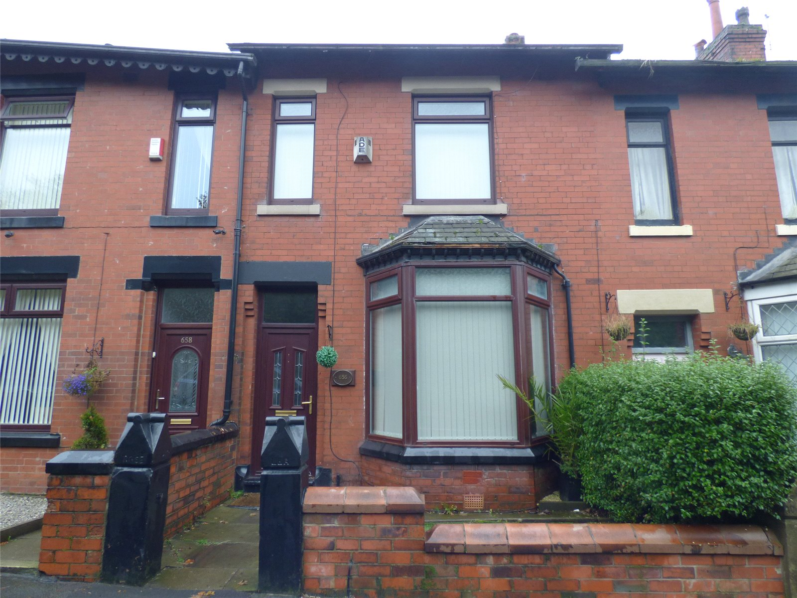 3 Bedrooms Terraced House for sale in Huddersfield Road, Lees, Oldham, Greater Manchester, OL4