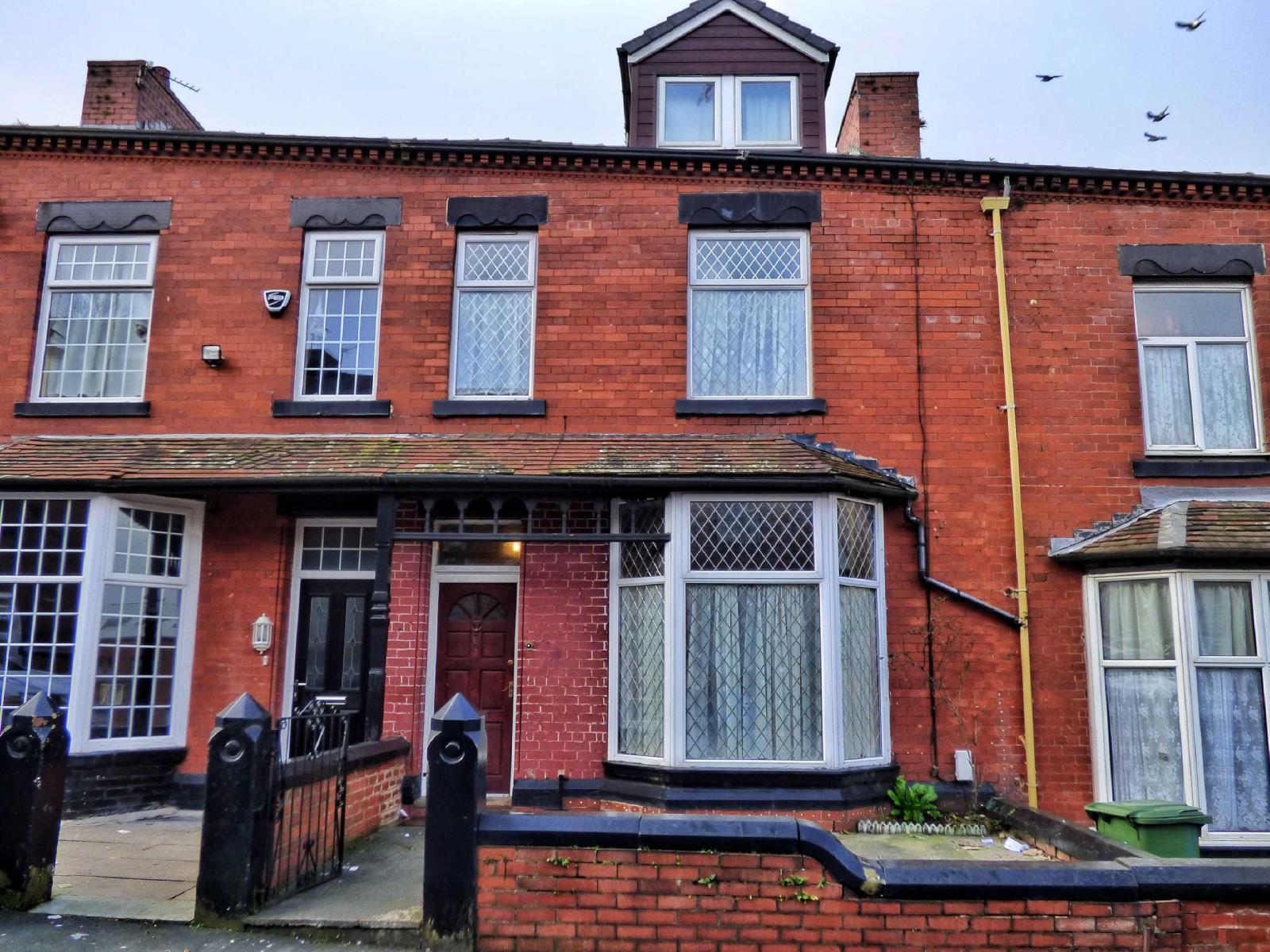 6 Bedrooms Terraced House for sale in Newport Street, Coppice, Oldham, OL8
