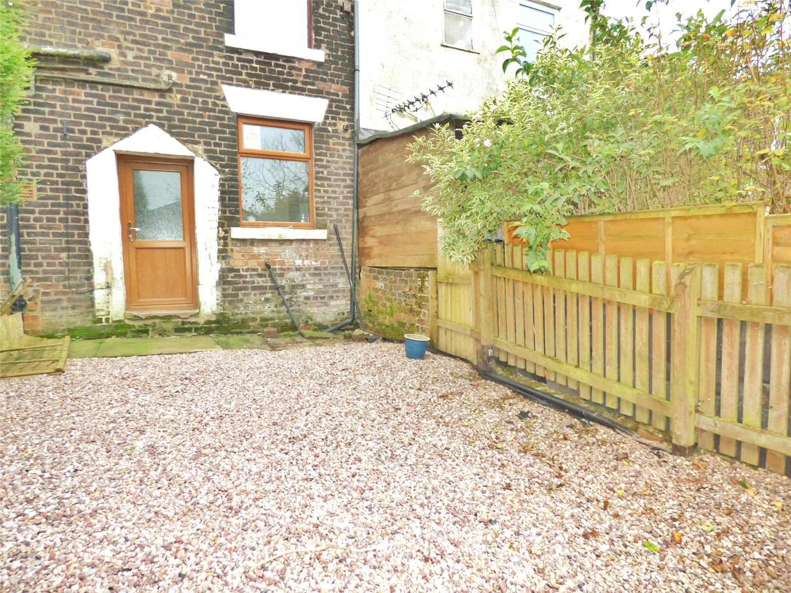 2 Bedrooms Terraced House for sale in Ripponden Road, Moorside, Oldham, Greater Manchester, OL1