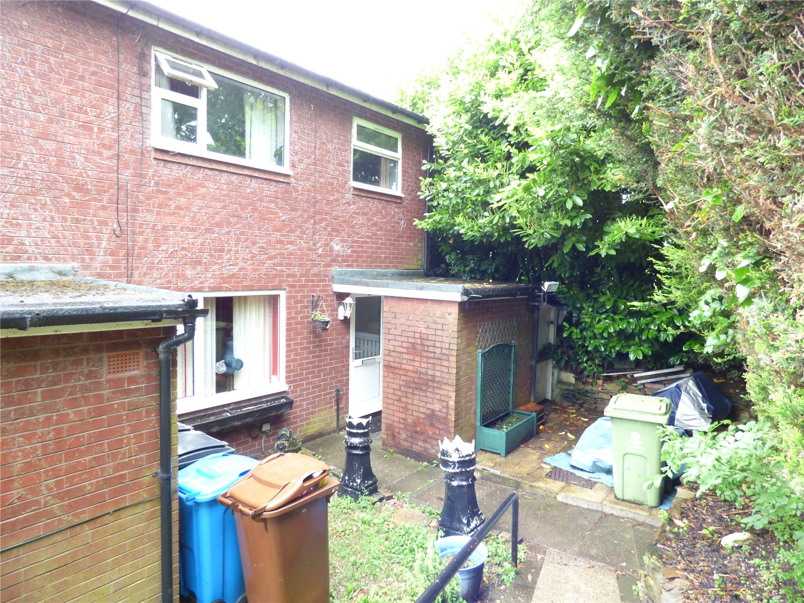 3 Bedrooms Semi Detached House for sale in Cunliffe Drive, Shaw, Oldham, Greater Manchester, OL2