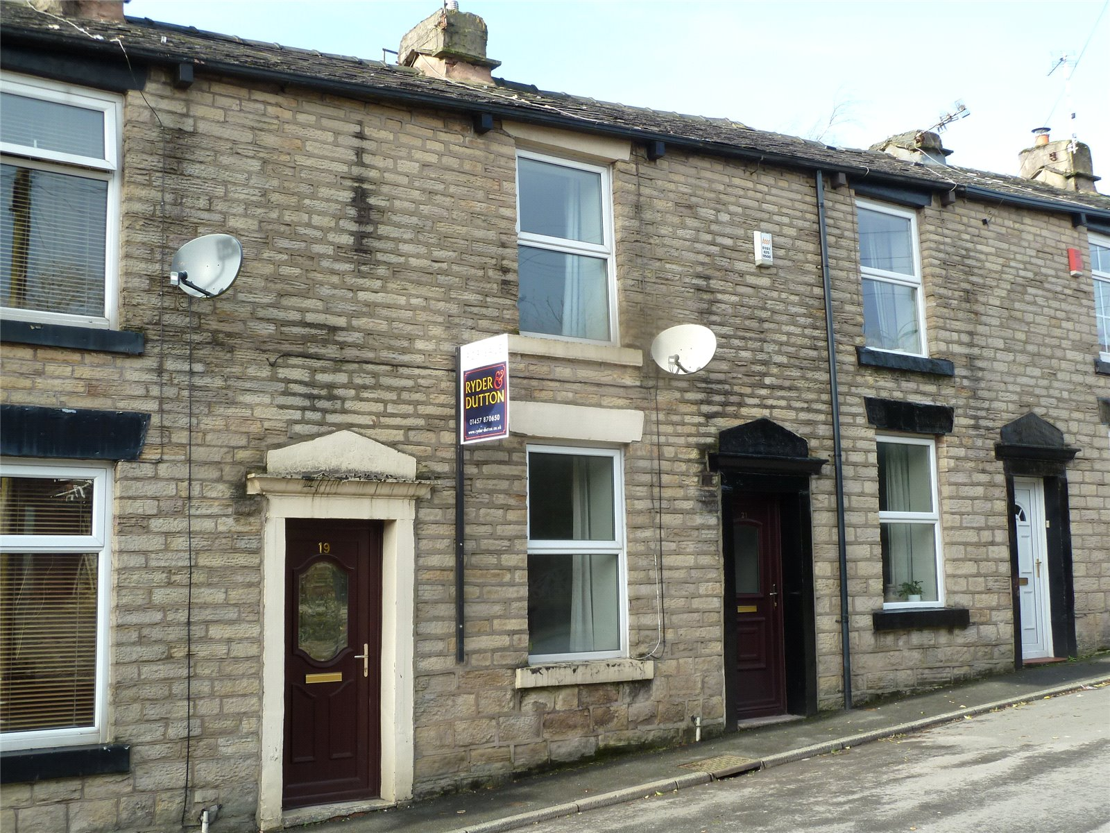 2 Bedrooms Terraced House for sale in Co-operative Street, Springhead, Saddleworth, OL4