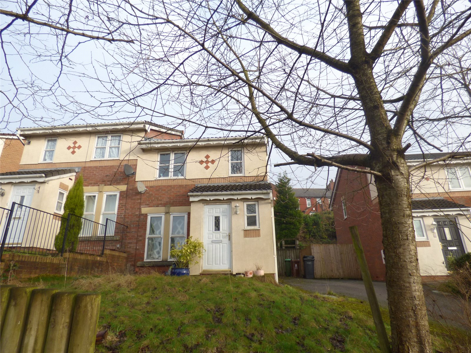 4 Bedrooms Semi Detached House for sale in Hurstwood Close, Cherry Tree Gardens, Oldham, Greater Manchester, OL8