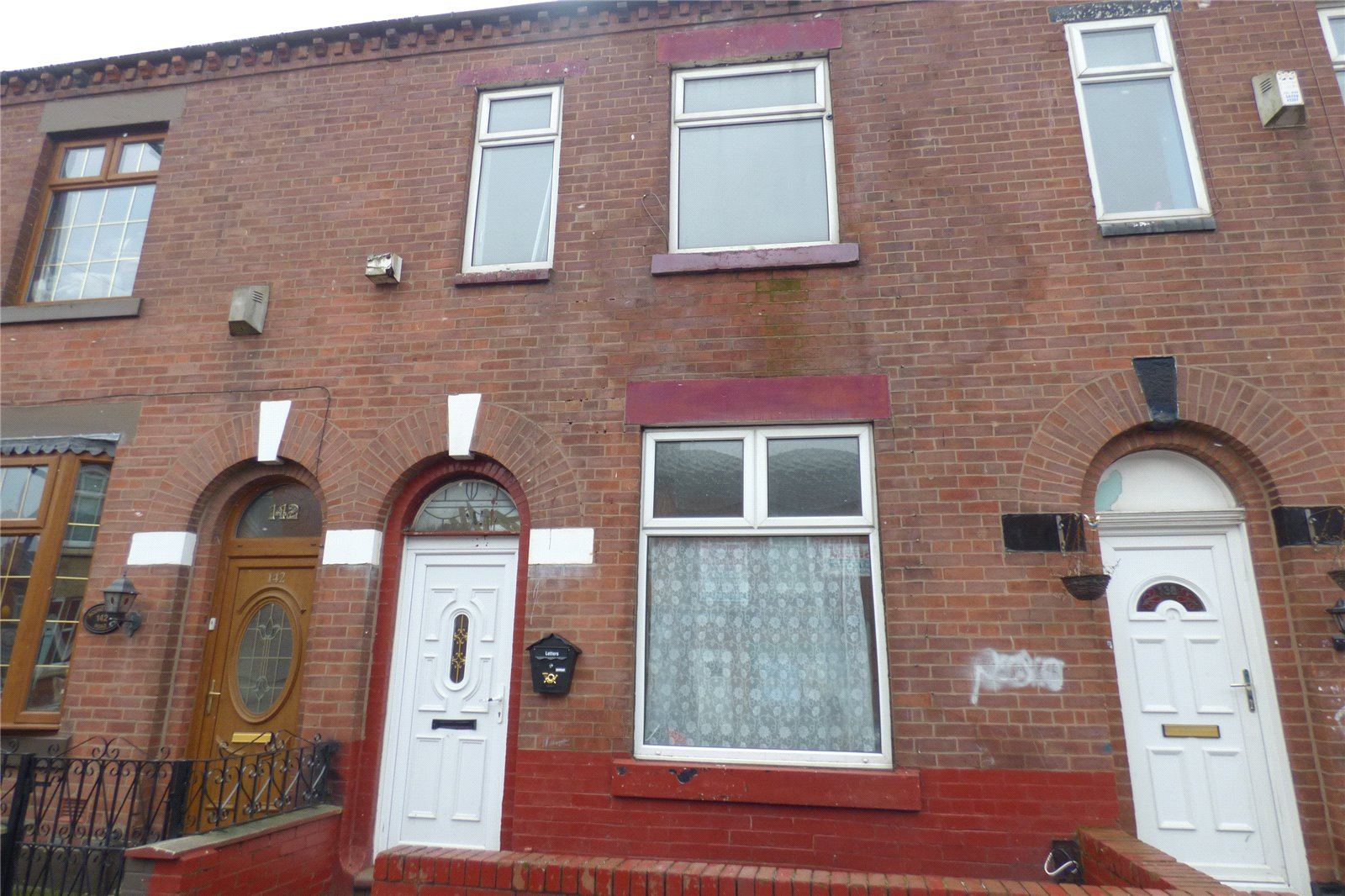 4 Bedrooms Terraced House for sale in Roundthorn Road, Roundthorn, Oldham, Greater Manchester, OL4