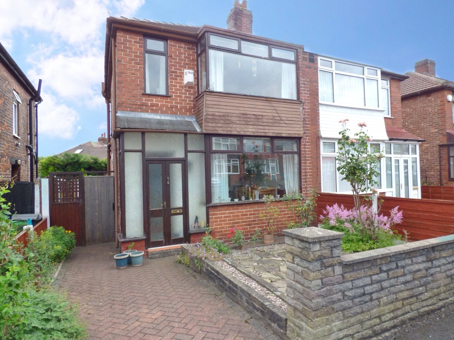3 Bedrooms Semi Detached House for sale in Welbeck Avenue, Chadderton, Oldham, OL9