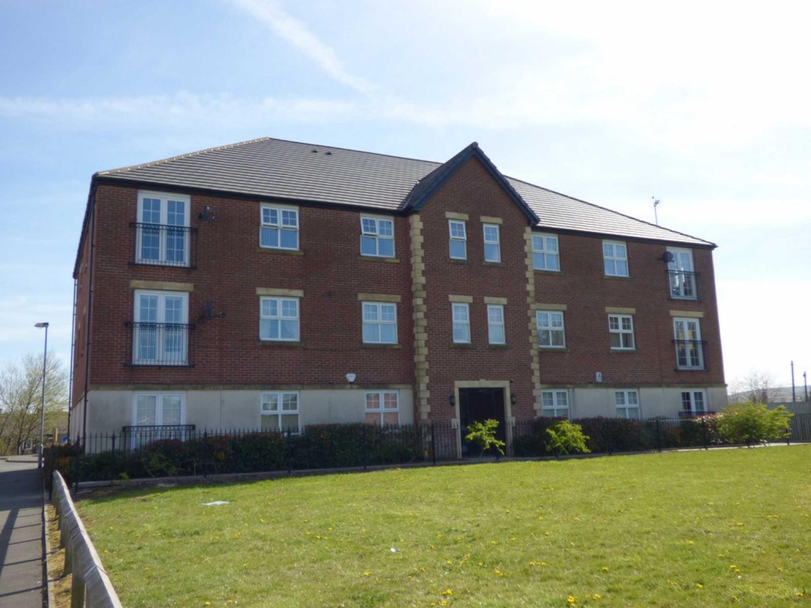 2 Bedrooms Apartment Flat for sale in Newbold Hall Drive, Rochdale, Lancashire, OL16