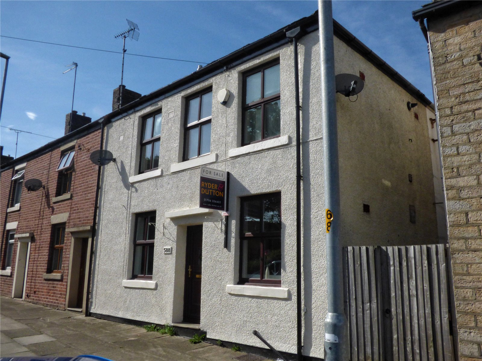 2 Bedrooms Terraced House for sale in Edenfield Road, Norden, Rochdale, OL12