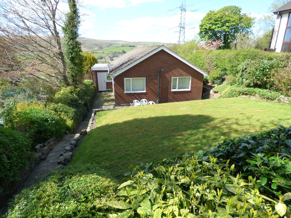 3 Bedrooms Detached Bungalow for sale in High Peak Road, Whitworth, Rochdale, Lancashire, OL12