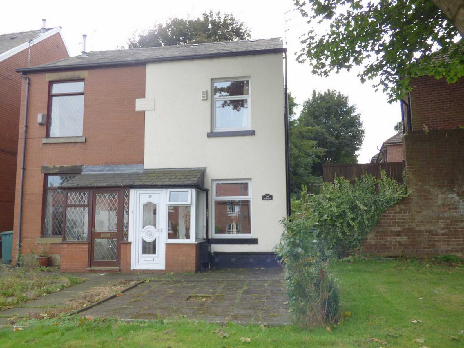 2 Bedrooms Semi Detached House for sale in Balderstone Road, Rochdale, Lancashire, OL11
