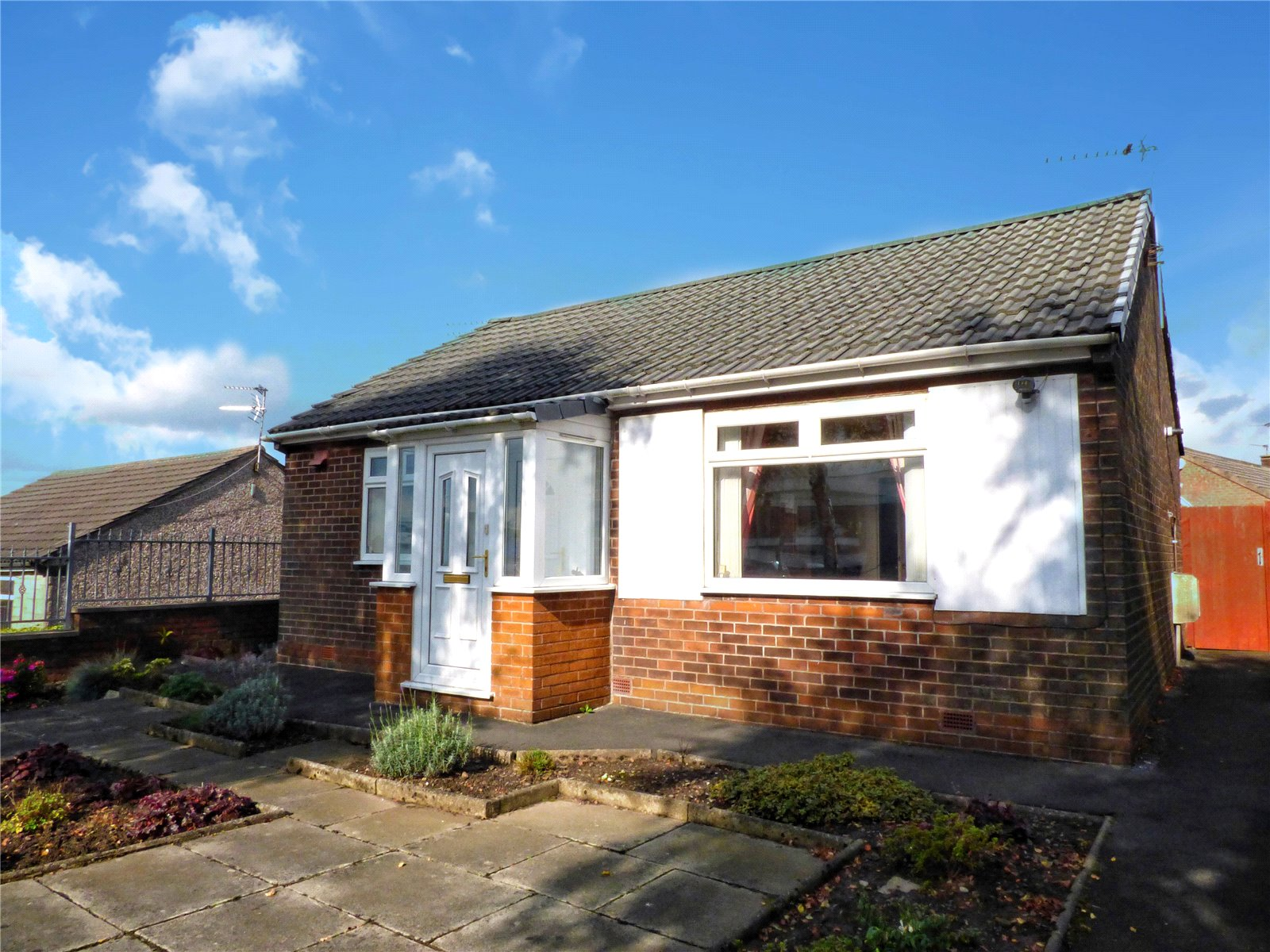 2 Bedrooms Detached Bungalow for sale in Edinburgh Way, Rochdale, Greater Manchester, OL11