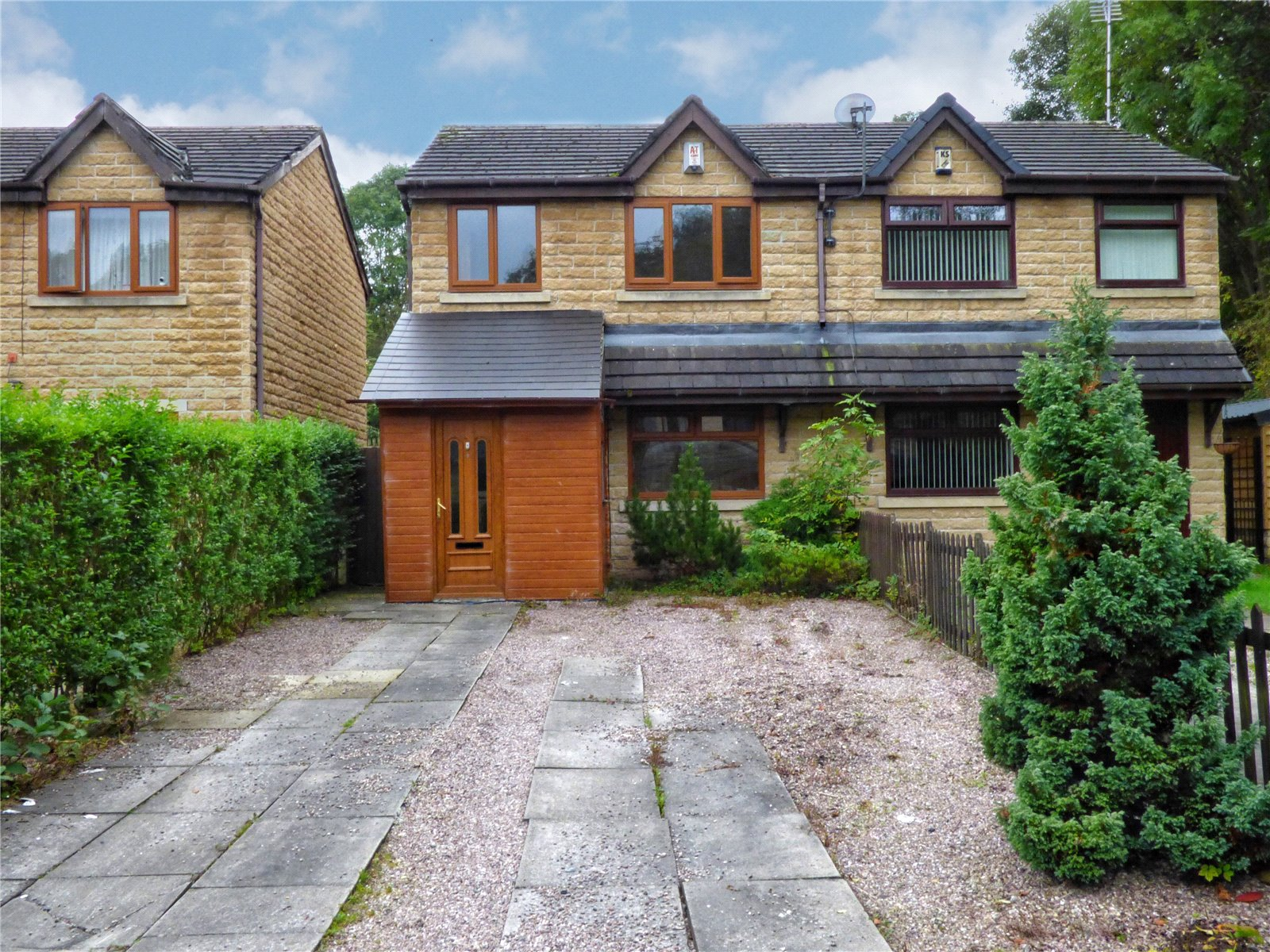 3 Bedrooms Semi Detached House for sale in Woodlands View, Rochdale, Greater Manchester, OL16