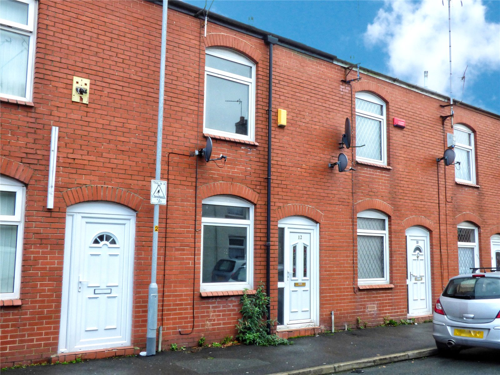 2 Bedrooms Terraced House for sale in Shaw Street, Rochdale, Greater Manchester, OL12