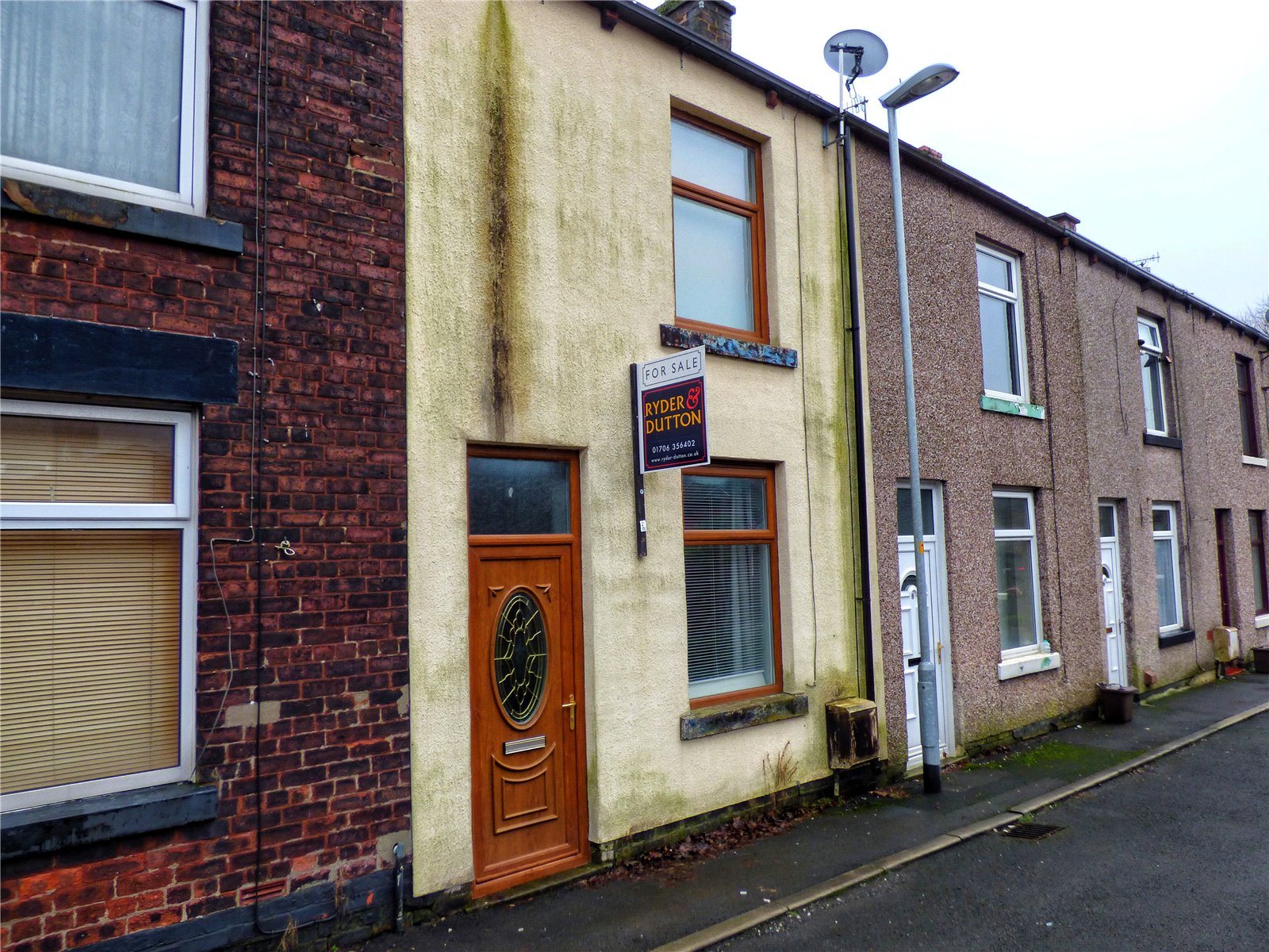 2 Bedrooms Terraced House for sale in Alfred Street, Littleborough, Rochdale, OL15