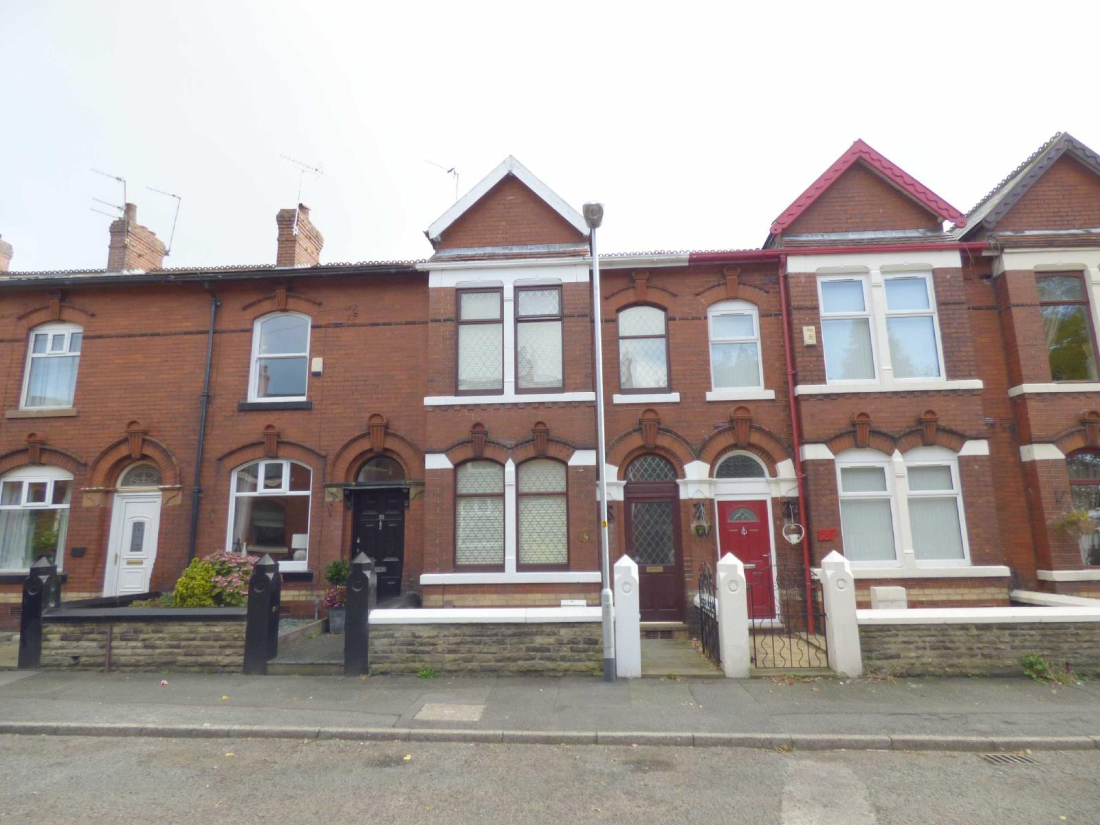 2 Bedrooms Terraced House for sale in Glen Grove, Royton, Oldham, OL2