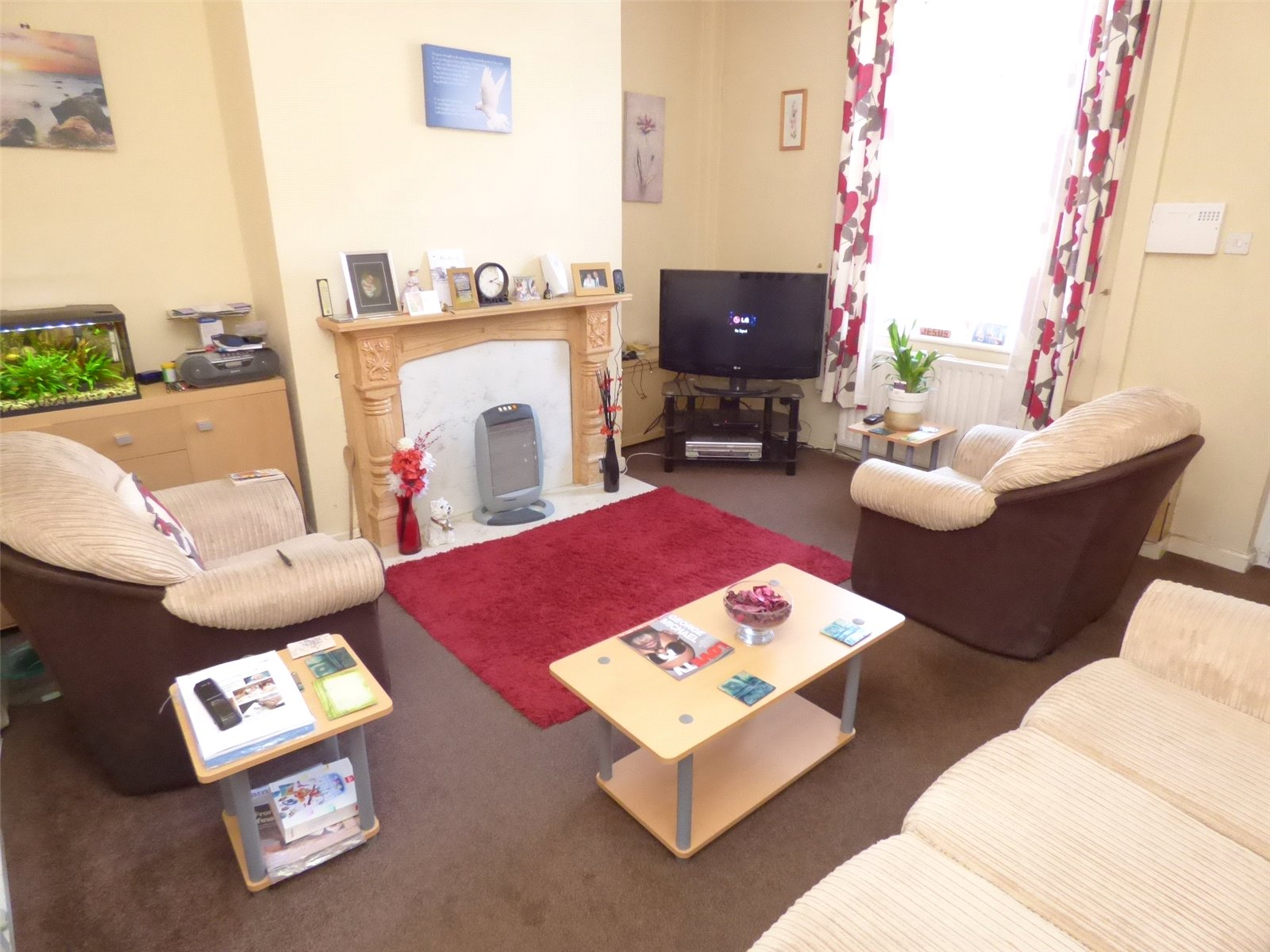 2 Bedrooms Terraced House for sale in Shaw Road, Royton, Oldham, Greater Manchester, OL2