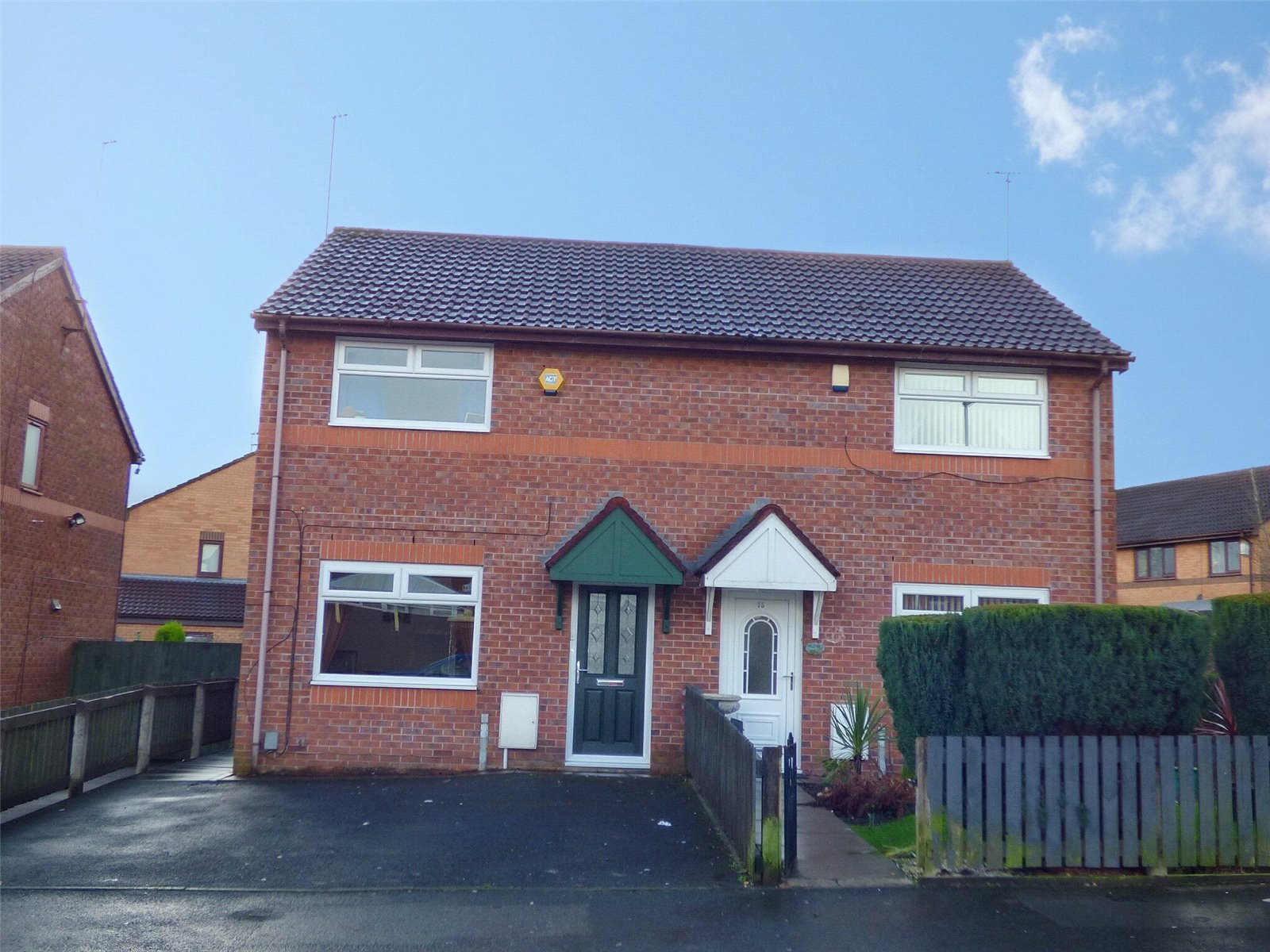 2 Bedrooms Semi Detached House for sale in Mellalieu Street, Middleton, Manchester, M24