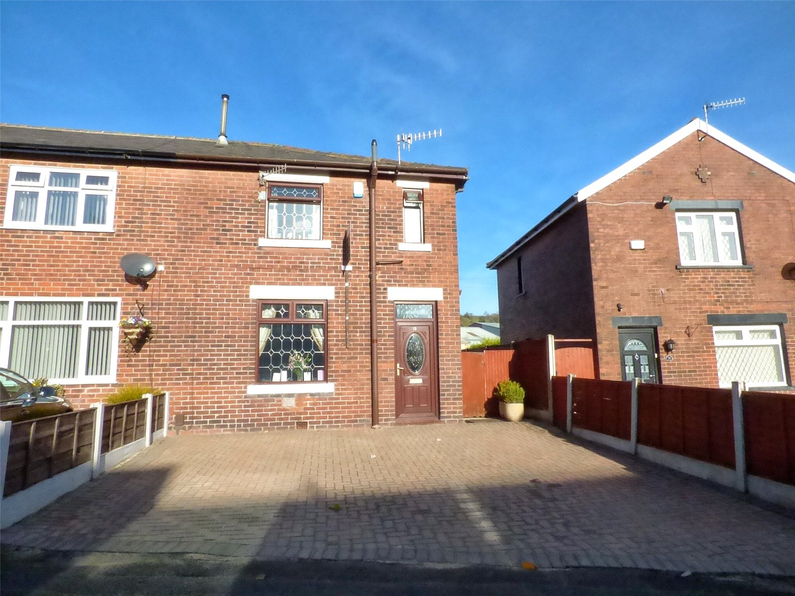 3 Bedrooms End Of Terrace House for sale in Cowie Street, Shaw, Oldham, Greater Manchester, OL2