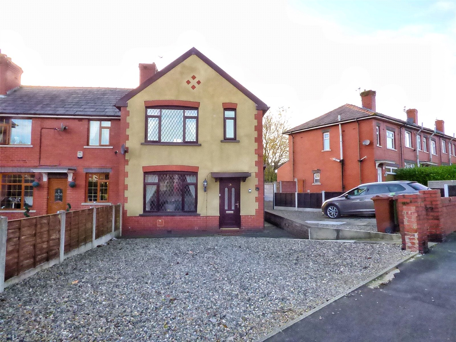 3 Bedrooms End Of Terrace House for sale in Moor Street, Shaw, Oldham, Greater Manchester, OL2
