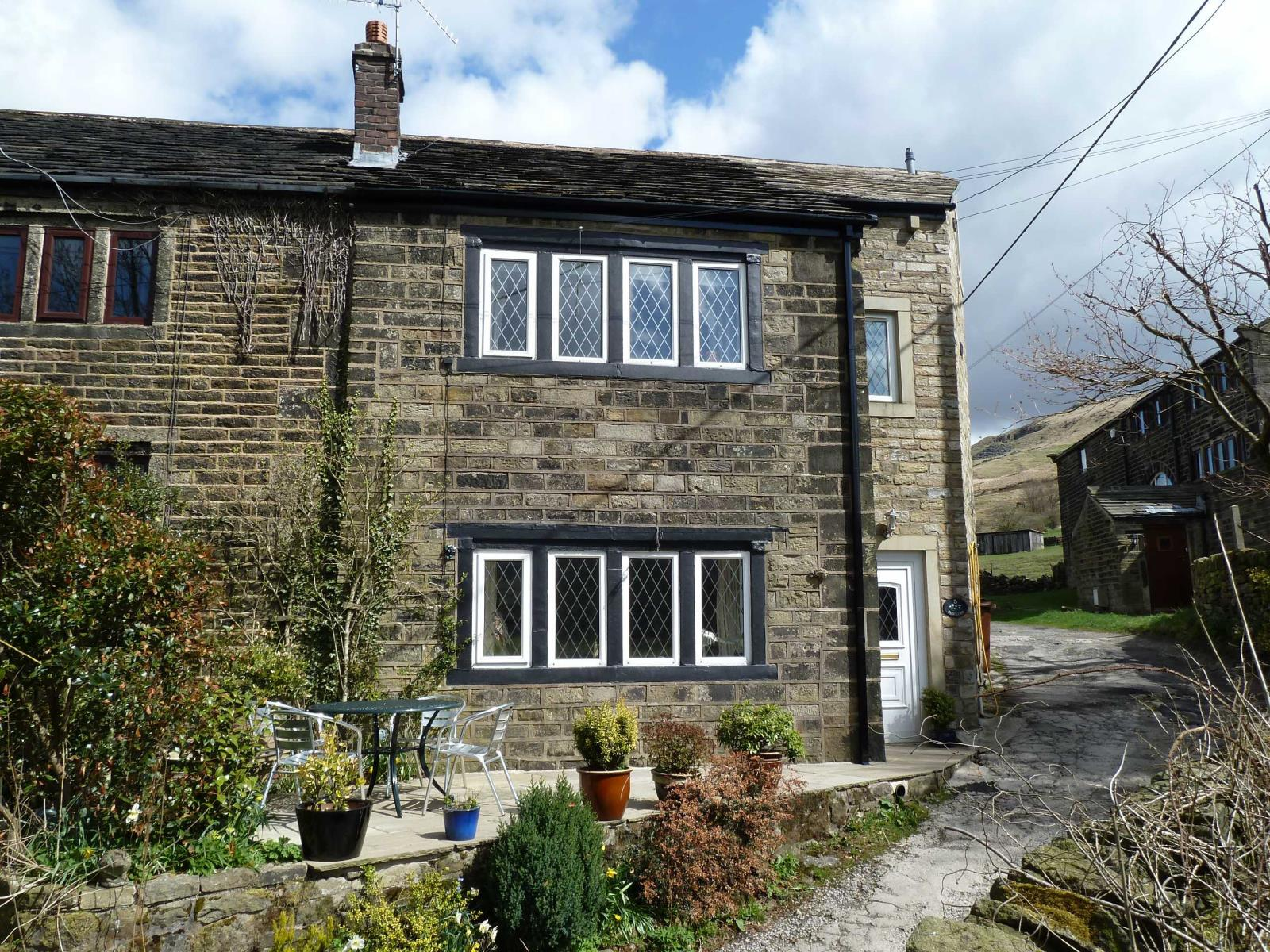 4 Bedrooms Terraced House for sale in Bunkers, Off Tunstead Lane, Greenfield, Saddleworth, OL3