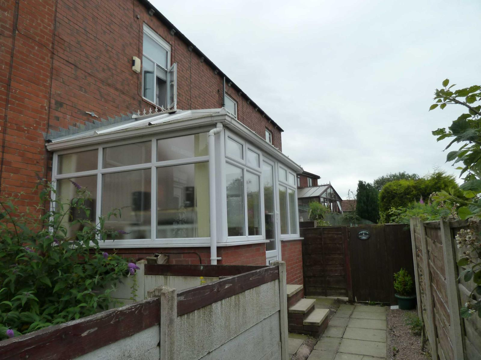 2 Bedrooms Terraced House for sale in Phoenix Place, Springhead, Saddleworth, OL4