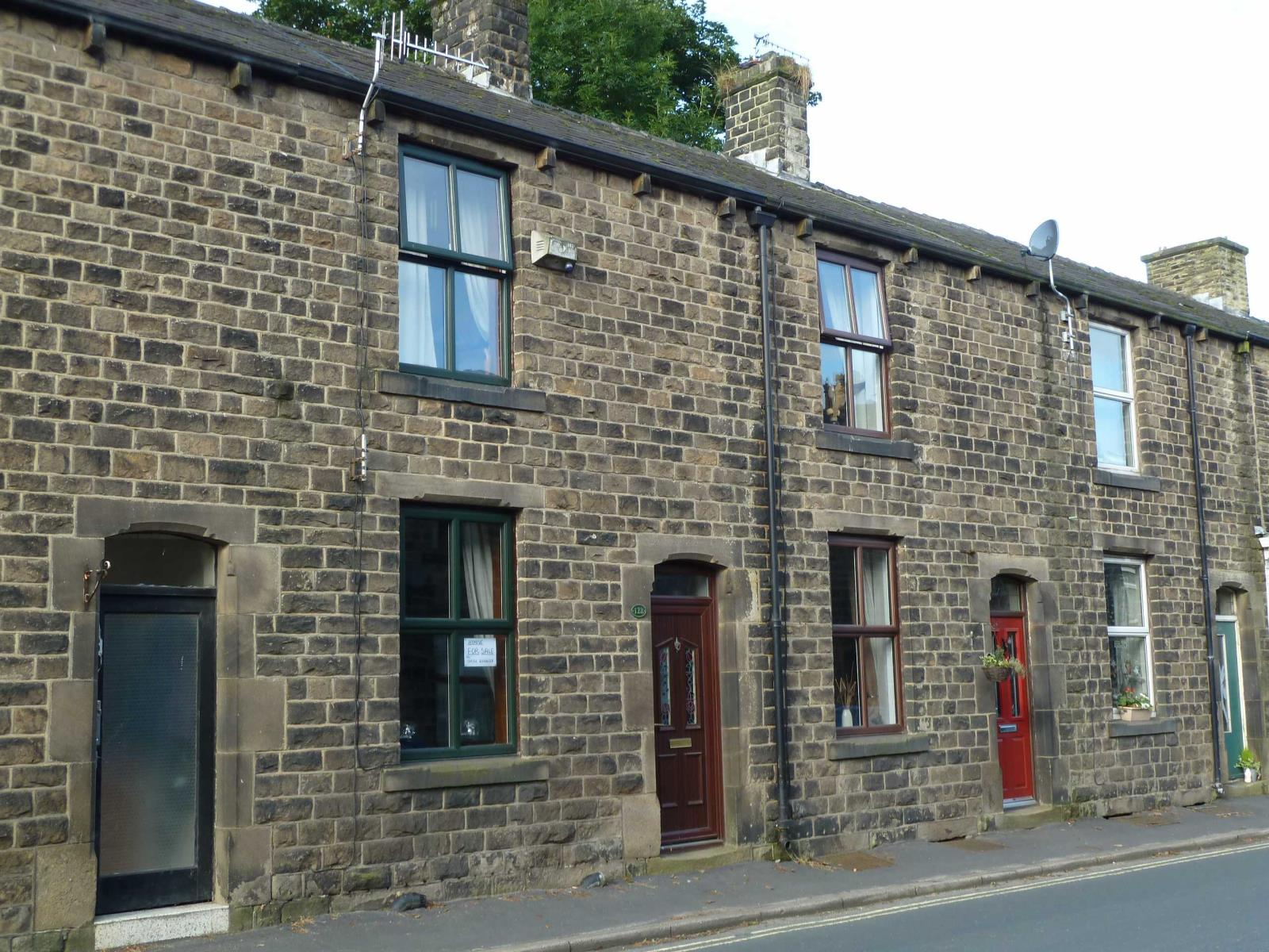 2 Bedrooms Terraced House for sale in Chew Valley Road, Greenfield, Saddleworth, OL3