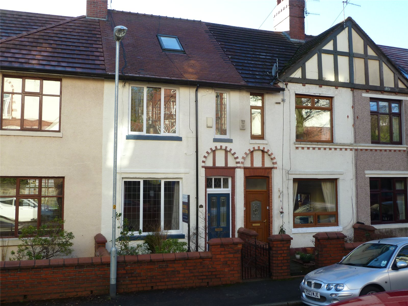 2 Bedrooms Terraced House for sale in Neale Avenue, Greenfield, Saddleworth, OL3