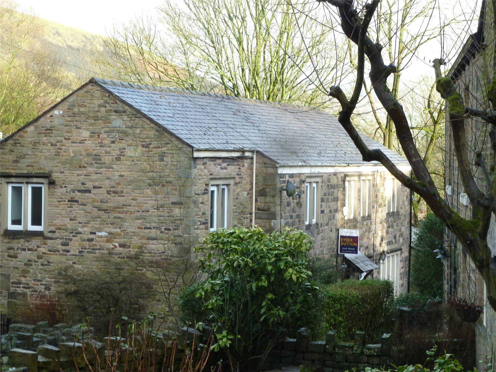 3 Bedrooms Semi Detached House for sale in Clough Lane, Grasscroft, Saddleworth, OL4
